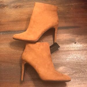 ✨NWT✨ Tan Mid Booties